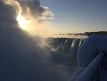 Восход солнца на Ниагарском Водопаде в феврале Стоковое фото RF