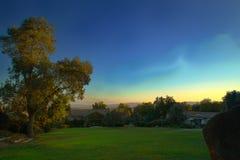 Восход солнца над обрабатываемой землей Взгляд утра совершенного неба Стоковое фото RF