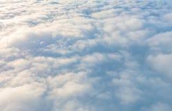Восход солнца над облаками от окна самолета Стоковое Изображение