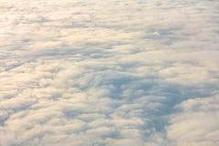 Восход солнца над облаками от окна самолета Стоковые Фото