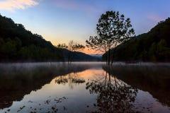 Восход солнца на озере бег пещеры Стоковые Изображения RF