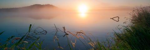 Восход солнца на озере Samsonvale, Квинсленде Стоковое фото RF