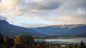 Восход солнца на озере Shuswap сток-видео