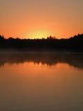 Восход солнца над озером Стоковые Изображения