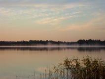 Восход солнца над озером 5 Стоковое Изображение RF