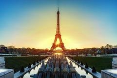 Восход солнца над Парижем стоковые изображения rf