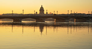 Восход солнца на портовом районе Санкт-Петербурга стоковые изображения rf