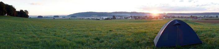 Восход солнца на поле Стоковое Изображение