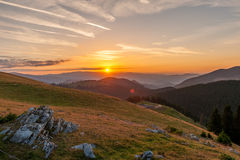 Восход солнца над прикарпатскими горами, Румыния Стоковая Фотография RF