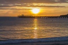 Восход солнца над пристанью в заливе Стоковая Фотография RF