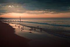 Восход солнца на пляже Борнмута стоковые фото