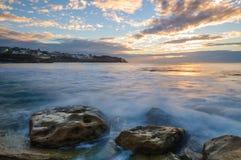 Восход солнца на пляже bronte Стоковые Фото