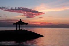 Восход солнца на пляже Sanur, Бали, Индонезия Стоковое Фото