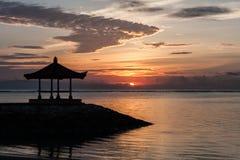 Восход солнца на пляже Sanur, Бали, Индонезия Стоковые Фото