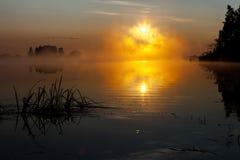 Восход солнца на реке в утре России Стоковое Изображение