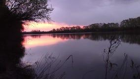 восход солнца на реке акции видеоматериалы