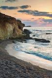 Восход солнца над скалистой береговой линией на ландшафте моря Meditarranean в s Стоковые Фотографии RF
