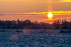 Восход солнца на снежном морозном поле Стоковая Фотография RF