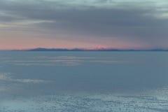 Восход солнца на соли Салара de Uyuni плоском - отдел Potosi, Боливия стоковые фото