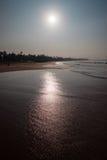 Восход солнца над тропическим побережьем океана стоковое фото rf