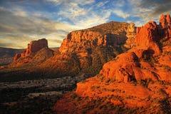 Восход солнца над утесом колокола, AZ Стоковое Изображение RF