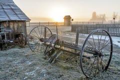 Восход солнца на ферме и оборудовании страны Стоковые Фотографии RF