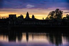 Восход солнца на Angkor Wat Стоковые Изображения RF