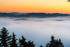 Восход солнца над d'Orcia Val Стоковые Изображения