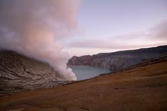 Восход солнца на Kawah Ijen, острове Ява Стоковое фото RF