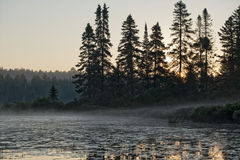 Восход солнца озера в Parc de Ла Mauricie Стоковое Фото