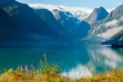 Восход солнца озера гор в Норвегии Стоковые Изображения RF