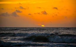Восход солнца океана часа пляжа Техаса восхода солнца глубокий оранжевый золотой Стоковое фото RF