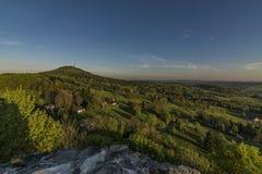 Восход солнца от замка Tolstejn в горах Luzicke Стоковое Изображение RF