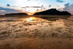 Восход солнца от моря между 2 островами Стоковые Фотографии RF
