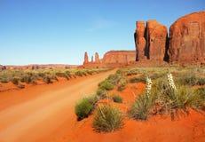 Восход солнца парка индейца Навахо долины памятника Стоковые Фотографии RF