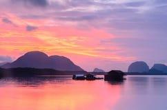 Восход солнца рыбацкой лодки стоковое фото rf