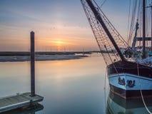 Восход солнца с шлюпками в гавани Стоковые Изображения RF