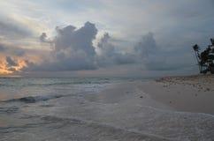 Восход солнца, тропический пляж, Доминиканская Республика Стоковые Фото