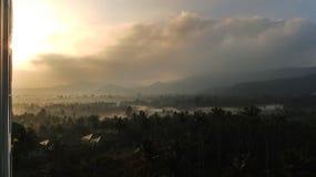 Восход солнца туманной горы Стоковое Изображение
