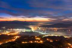 Восход солнца утра и туманное горы Стоковая Фотография