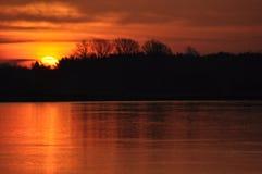 Восход солнца утро солнечное Лучи ` s солнца на зоре Стоковая Фотография