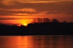Восход солнца утро солнечное Лучи ` s солнца на зоре Стоковые Фотографии RF