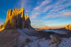 Восход солнца Cime Tre в осени, доломитах, Италии Стоковая Фотография