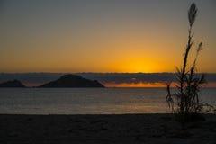 Восход солнца Dell Ogliastra Isola, Сардиния стоковые изображения rf