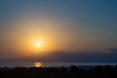 Восход солнца Hersonissos туманный стоковое изображение rf