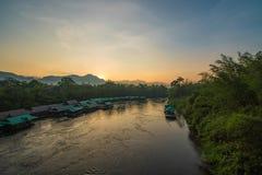 Восход солнца Khwae реки стоковая фотография
