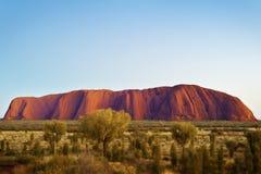 Восход солнца Uluru, захолустье Австралия Стоковые Изображения RF