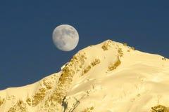 Восход луны в горе Гималаев Стоковое фото RF