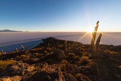 Восходящее солнце над солью плоским, Боливией Uyuni Стоковая Фотография RF