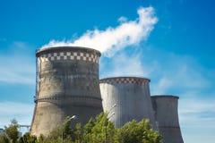 восходящий поток теплого воздуха электростанции индустрии экологичности Стоковые Фотографии RF